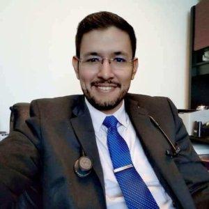 Dr.-Eduardo-Arias-Navarro-08-300x300